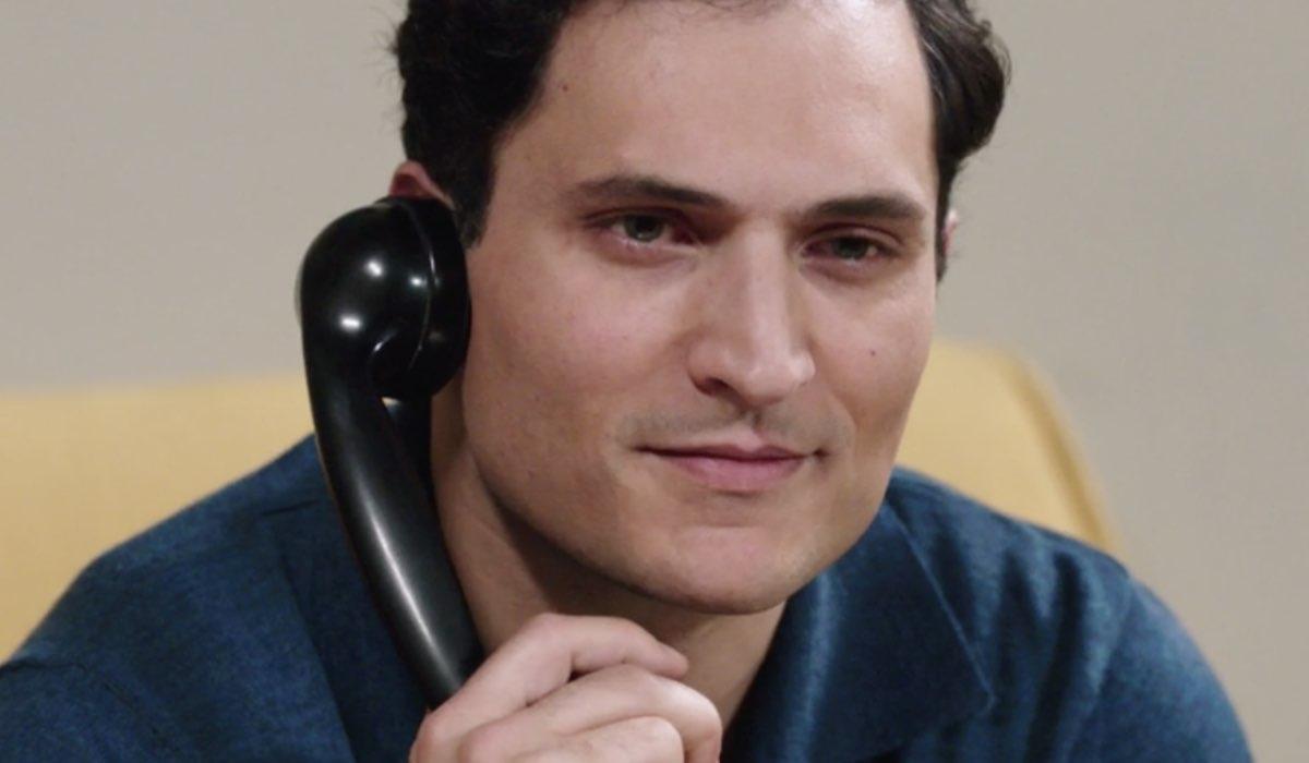 Il Paradiso Delle Signore 5 Puntata 122 Vittorio Conti al telefono interpretato da Alessandro Tersigni Credits Rai