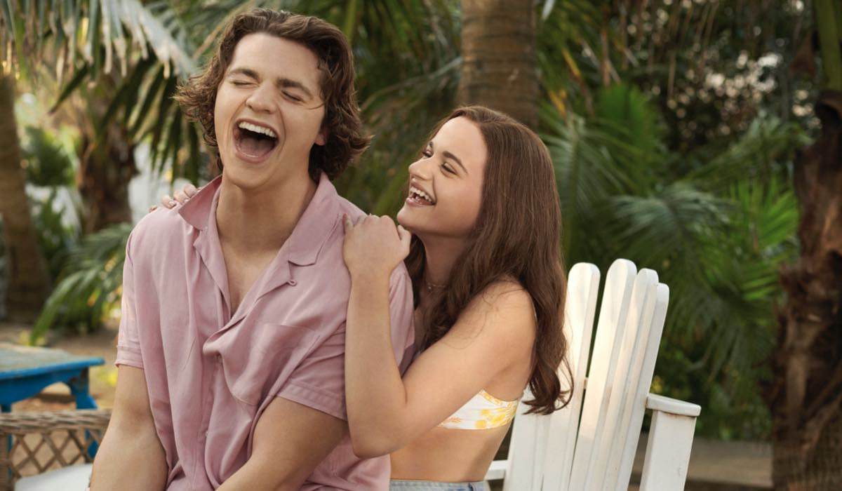 Joel Courtney (Lee Flynn) e Joey King (Shelly 'Elle' Evans) in The Kissing Booth 3. Credits: David Bloomer/Netflix © 2020