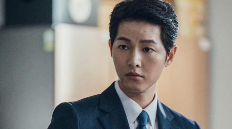 Con Song Joong-ki (Vincenzo Cassano/Park Joo-hyung) in Vincenzo. Credits: Netflix