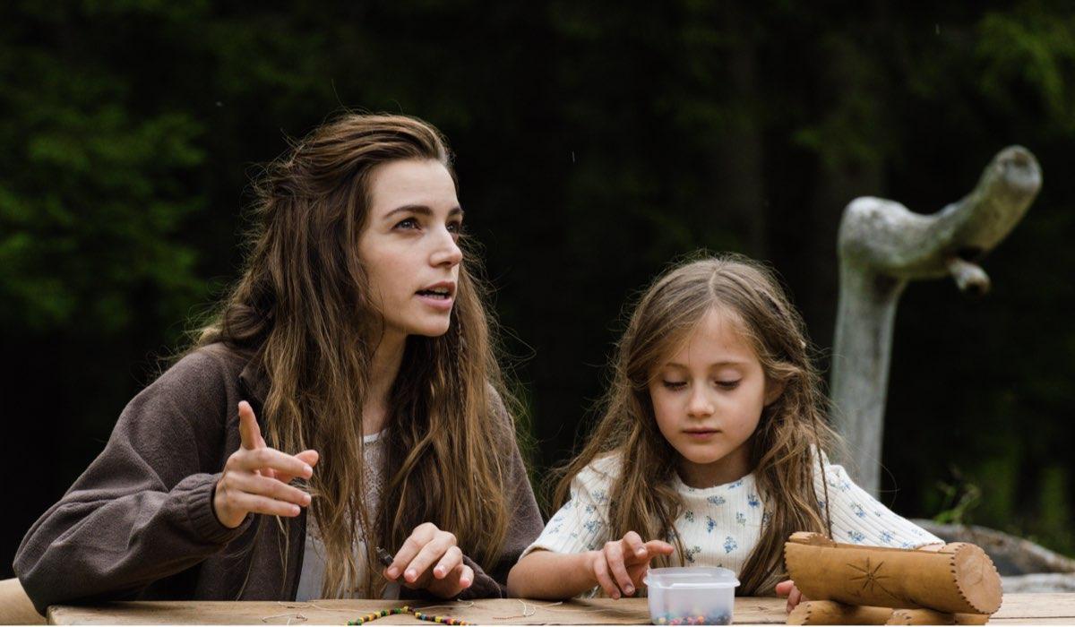 Un Passo Dal Cielo 6 - I Guardiani, qui Dafne interpretata da Aurora Ruffino con Lara Credits Rai