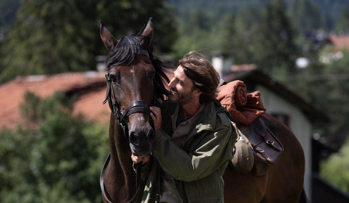 Un Passo Dal Cielo 6 I Guardiani, qui Daniele Liotti nei panni di Francesco Neri con il suo cavallo Credits Rai