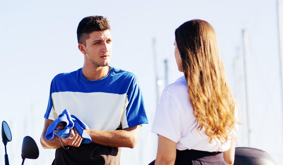 """Da sinistra: Dario (Andrea Lattanzi) e Rita (Lucrezia Guidone) in una scena della seconda stagione di """"Summertime"""". Credits: Netflix."""