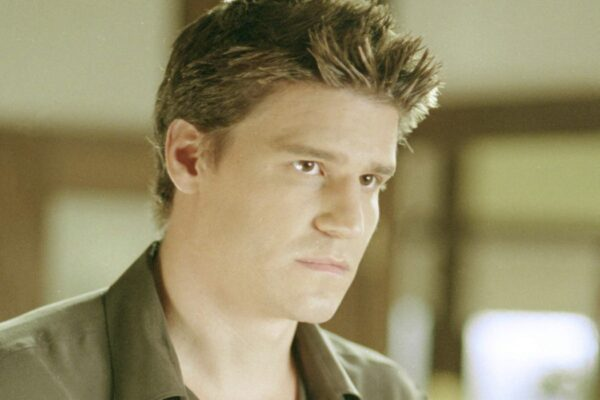 "David Boreanaz in una scena di ""Angel"". Credits: 20th Century Fox/Disney Plus."