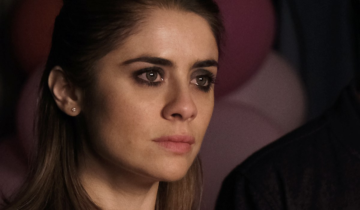 Greta Scarano interpreta Anna Santi nella fiction Chiamami ancora amore. Credits: Fabrizio de Blasio e Rai.