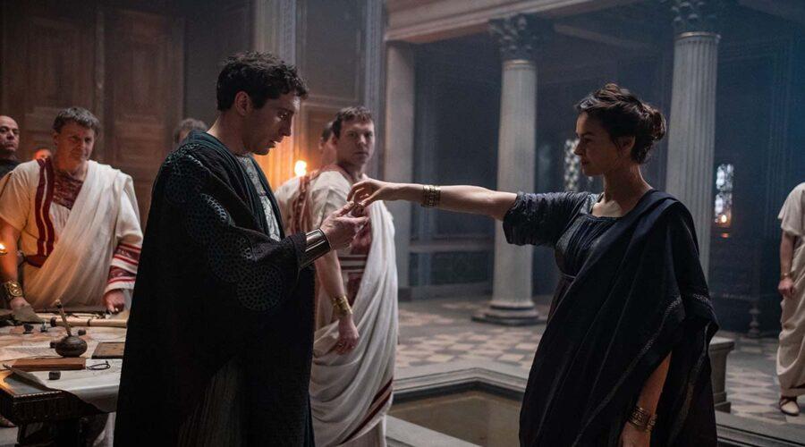 Alcuni componenti del cast in una scena della serie TV Domina. Credits: Sky/Antonello & Montesi.