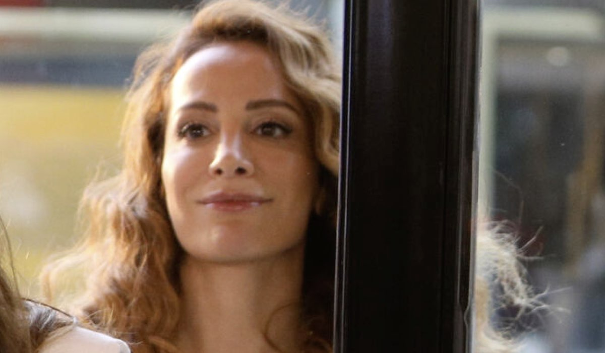 Fatma Toptas Interpreta Cansu In Mr Wrong. Credits: Mediaset