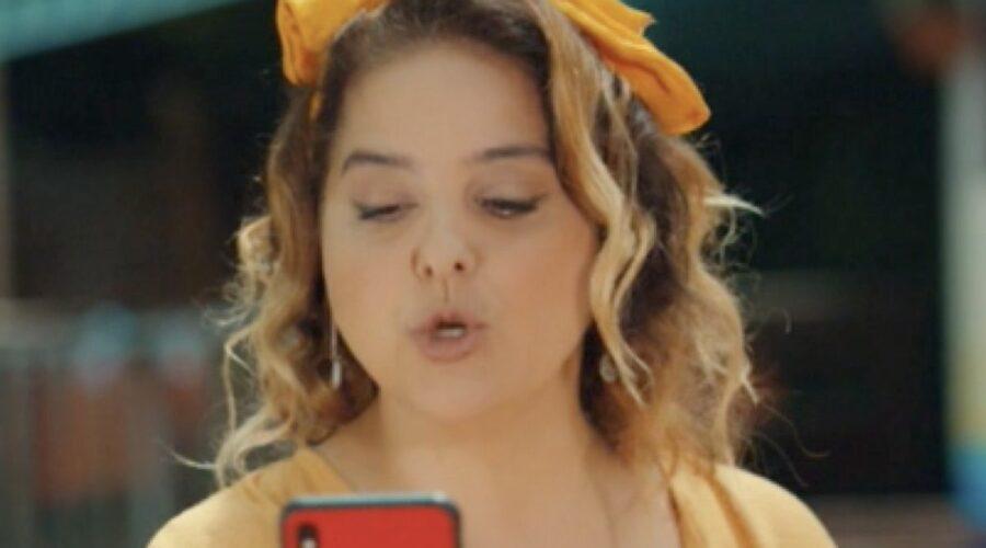 Feri Baycu Guler Interpreta Nevin In Mr. Wrong Credits: Mediaset
