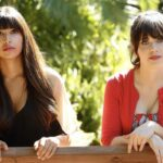 Hannah Simone E Zooey Deschanel In New Girl 2x09. Credits: Foto Di Greg Gayne/©Fox E Courtesy Of Everett Collection