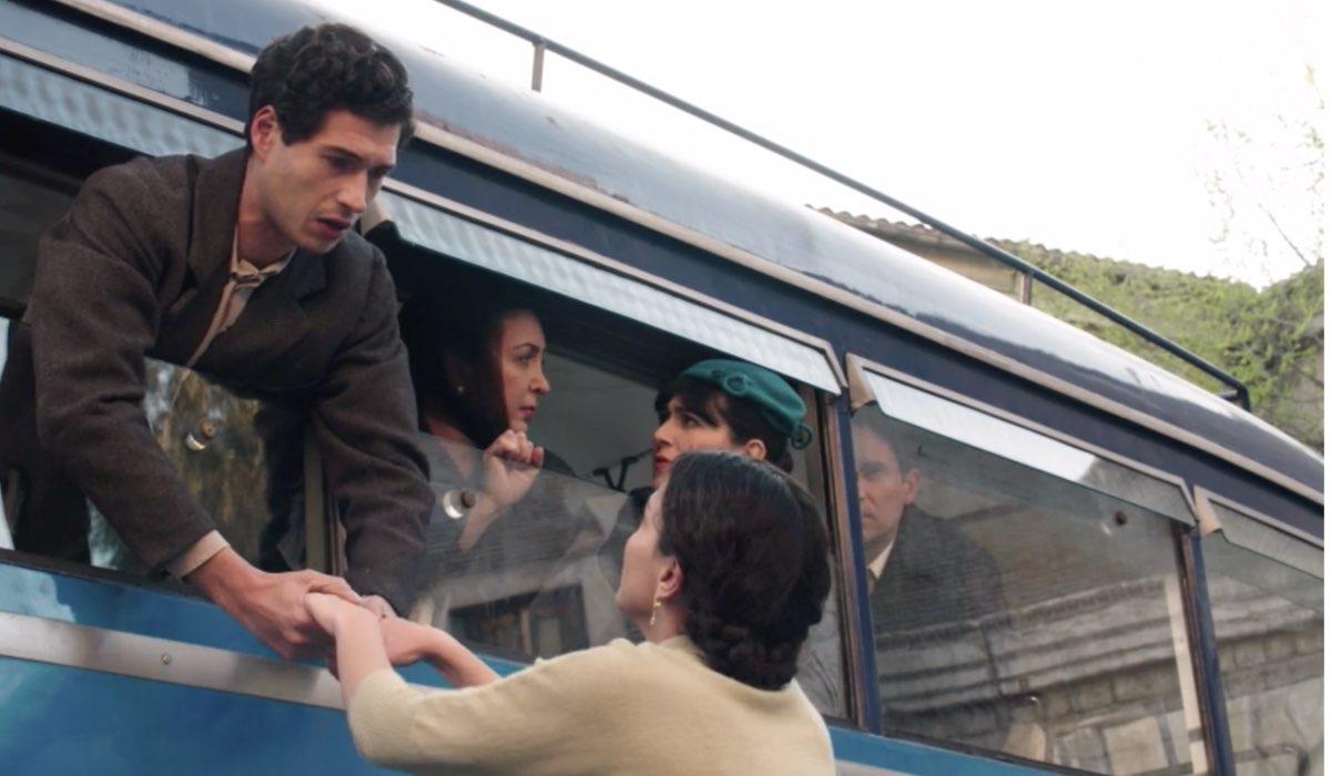 Il Paradiso Delle Signore 5, puntata 160: Maria Puglisi interpretata da Chiara Russo ferma Rocco Amato interpretato da Giancarlo Commare. Credits: Rai