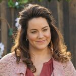 "Katy Mixon in una scena di ""American Housewife"". Credits: ABC Studios/Disney Plus."