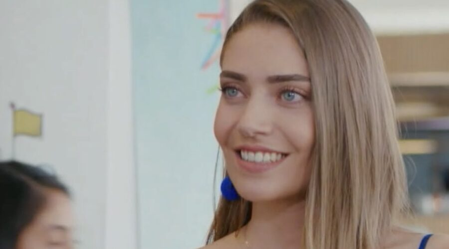 Leyla salva la Fikri Arika In Daydreamer Credits: Mediaset