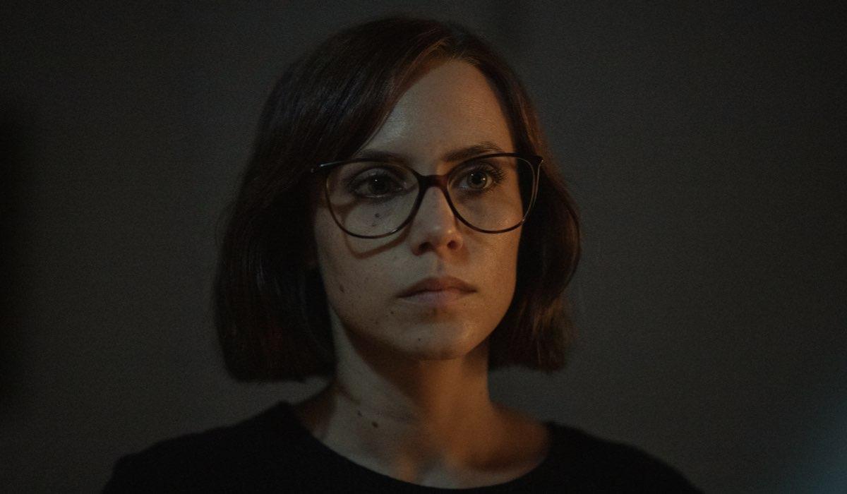 """Olivia (Aura Garrido) in una scena di """"Suburbia Killer"""". Credits: Quim Vives/Netflix."""