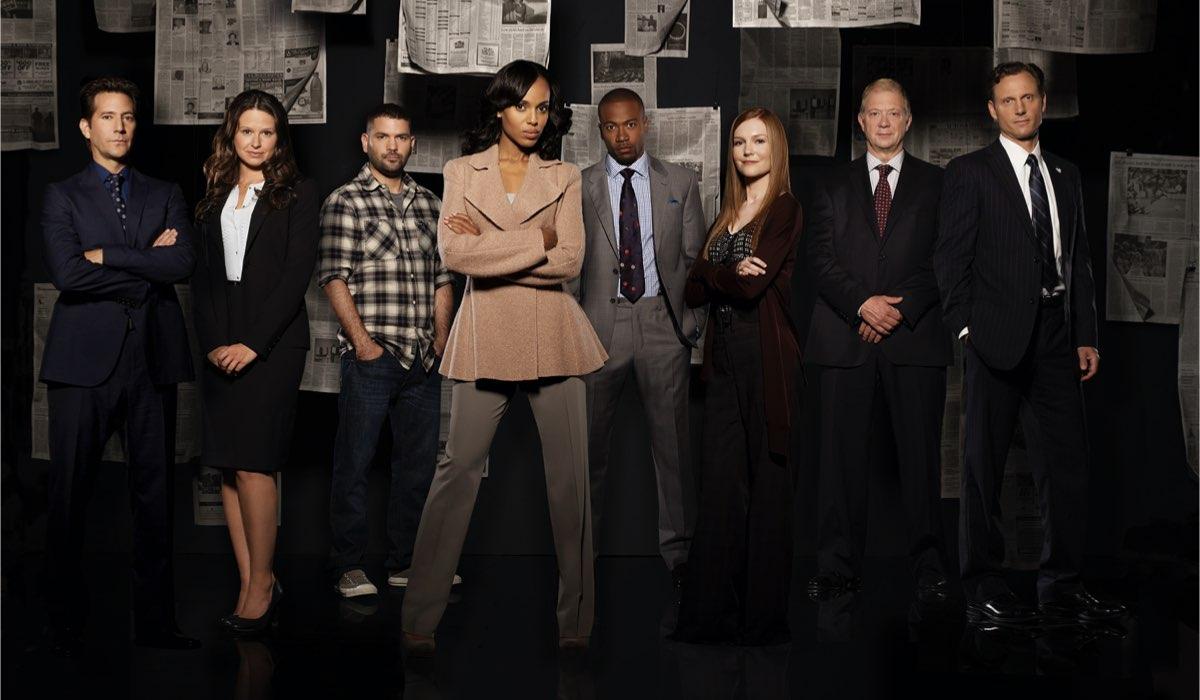 I protagonisti di Scandal. Al centro, Kerry Washington nei panni di Olivia Pope. Credits: Disney+.