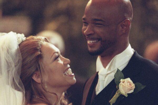 """Da sinistra: Tisha Campbell-Martin e Damon Wayans in una scena di """"Tutto in Famiglia"""". Credits: Touchstone TV/Disney Plus."""