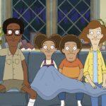 "Owen (Leslie Odom Jr.), Molly (Emmy Raver-Lampman), Cole (Tituss Burgess) e Paige (Kathryn Hahn) nella seconda stagione di ""Central Park"". Credits: Apple TV+."