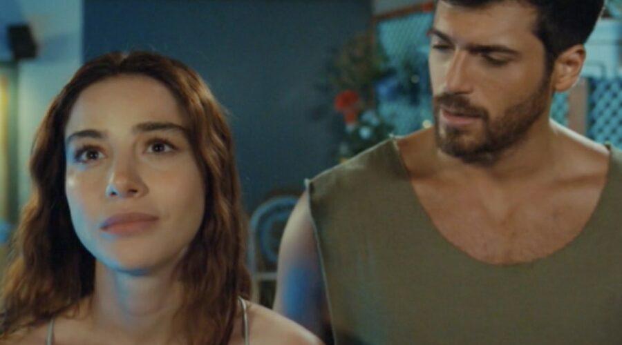 Ezgi e Ozgur guardano la Luna In Mr Wrong - Lezioni D'Amore Credits: Mediaset