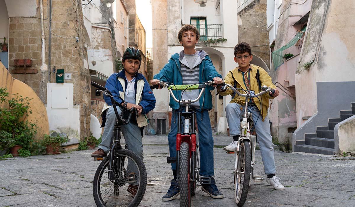 Alfredo Cerrone, Gennaro Filippone ed Egidio Mercurio in una scena della serie TV Generazione 56K. Credits: Netflix.