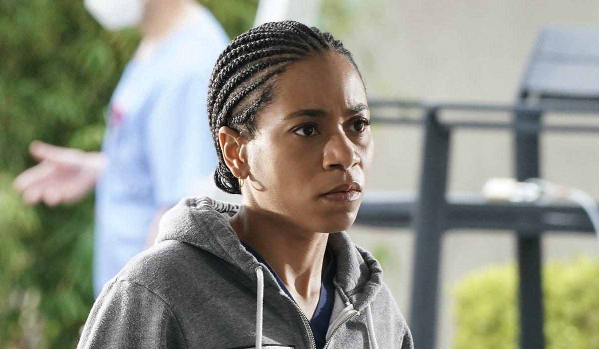La dottoressa Maggie Pierce (Kelly McCreary) in una scena della stagione 17 di Grey's Anatomy. Credits: Star/Disney+.