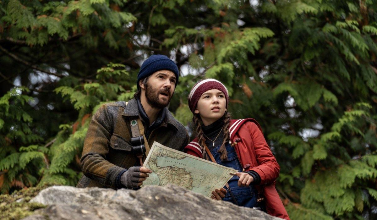 """Da sinistra: Matthew (Jim Sturgess) e Hilde (Brooklynn Pierce) in una scena della seconda stagione di """"Home Before Dark"""". Credits: Apple TV+."""