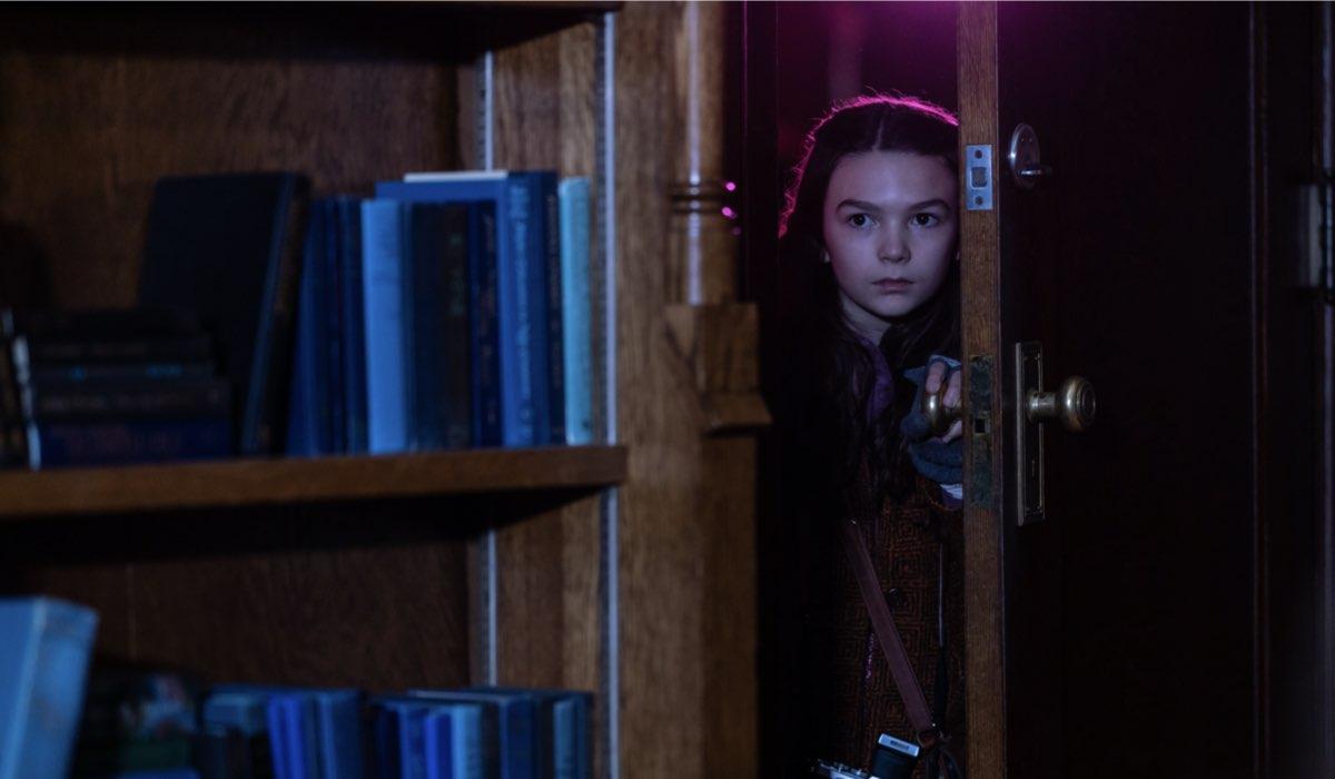 """Continuano le indagini di Hilde (Brooklynn Pierce) nella seconda stagione di """"Home Before Dark"""". Credits: Apple TV+."""