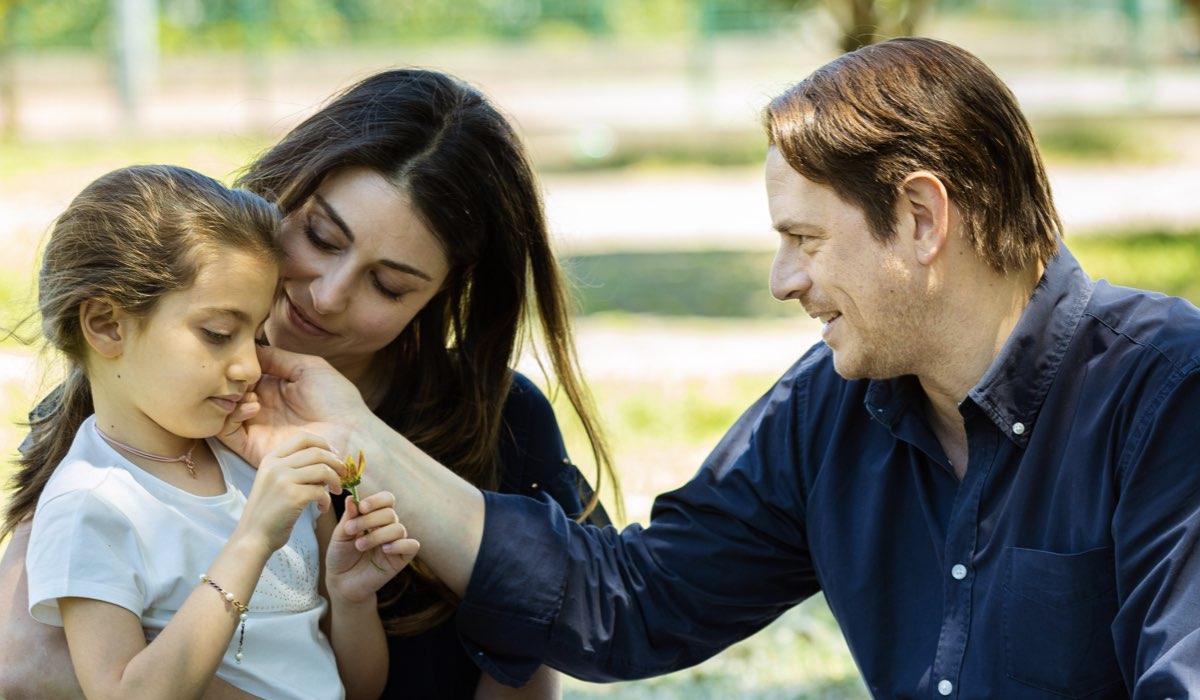 Irene, Serena e Filippo insieme In Un Posto Al Sole. Credits: Rai