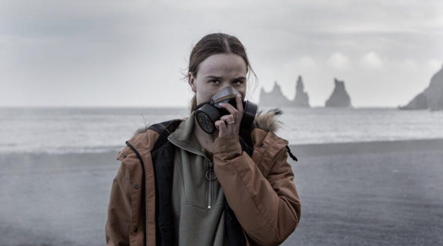 """Guðrún Ýr Eyfjörð nel ruolo di Gríma in una scena di """"Katla"""". Credits: Lilja Jonsdottir/Netflix."""