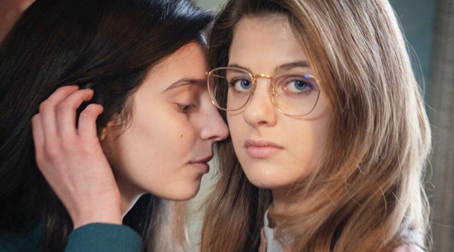 L'amica geniale 3 - Storia di chi fugge e di chi resta. Qui Gaia Girace e Margherita Mazzucco. Credits: Rai