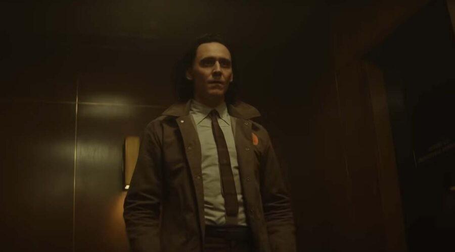 Il protagonista (interpretato da Tom Hiddleston) nell'episodio 3 della serie televisiva Loki. Credits: Disney Plus e Marvel Studios.