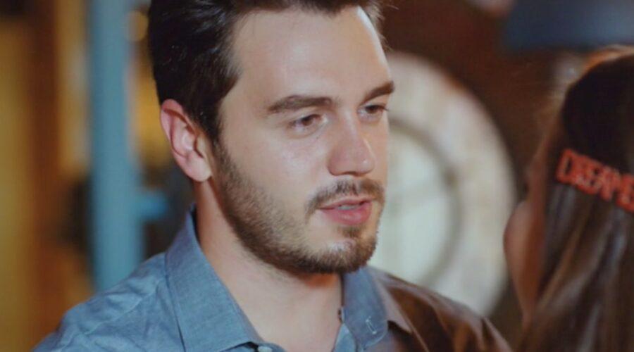 Love Is In The Air, episodio 14: Kaan Karadağ interpretato da İsmail Ege Şaşmaz. Credits fotogramma: MediasetLove Is In The Air, episodio 5: Kaan Karadağ interpretato da İsmail Ege Şaşmaz. Credits: Mediaset