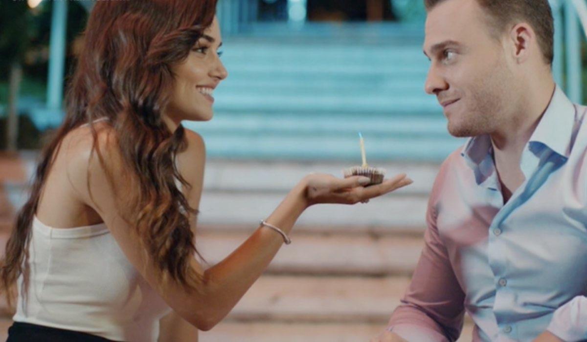 Love Is In The Air, episodio 21: Eda Yıldız interpretata da Hande Erçel e Serkan Bolat interpretato da Kerem Bürsin. Credits: Mediaset