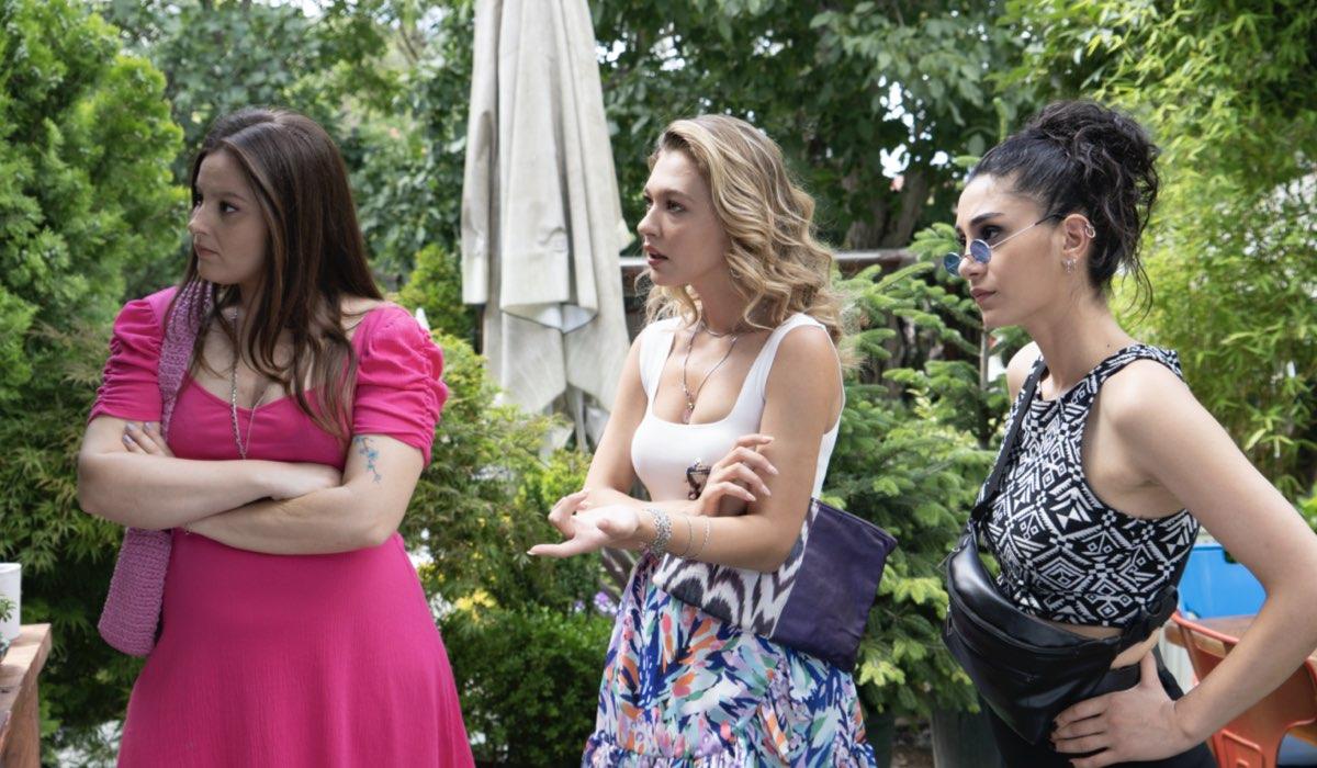 Love Is In The Air: Melek, Ceren e Figen interpretate da Elçin Afacan, Melisa Döngel e Sitare Akbas. Credits: Mediaset