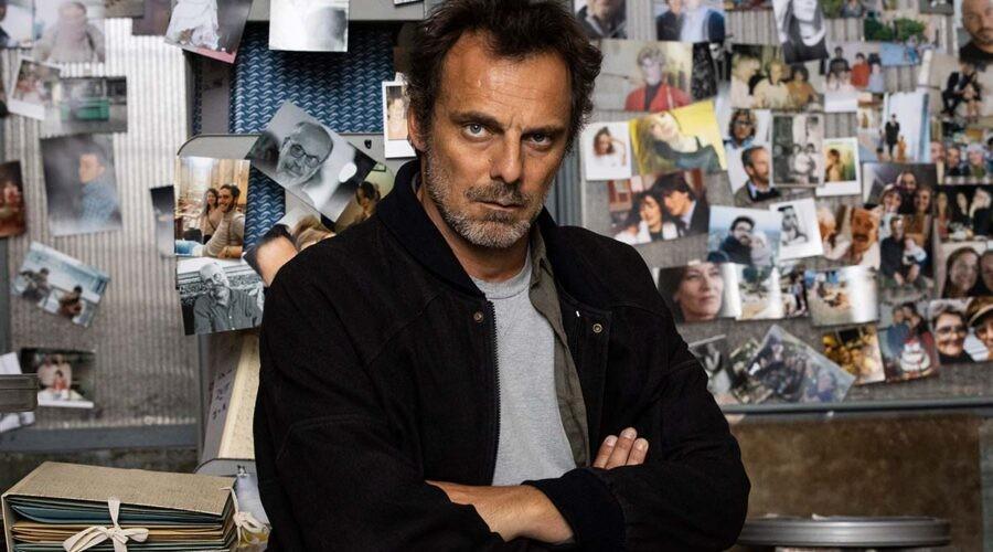 Alessandro Preziosi interpreta Elio nella serie televisiva Masantonio. Credits: Ufficio Stampa Mediaset.