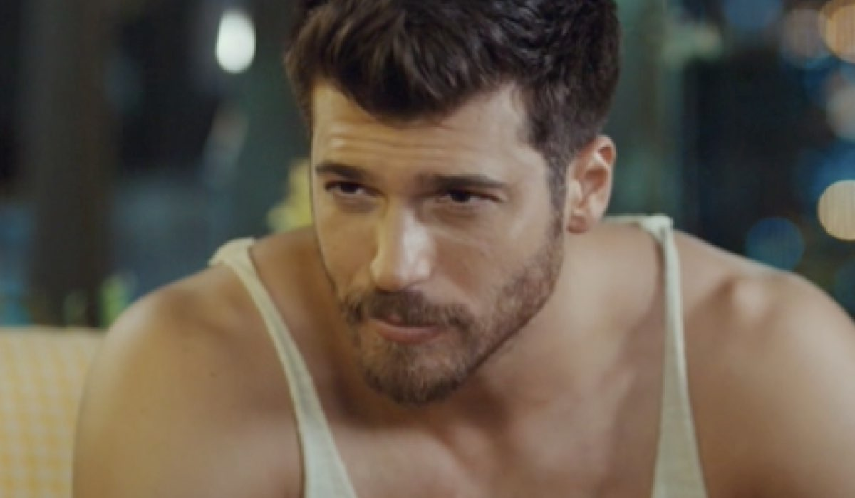 Ozgur (Can Yaman) Indispettito In Mr Wrong Credits: Mediaset