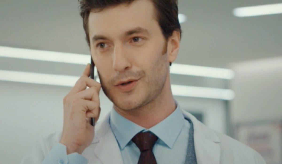 Sarp Can Koroglu Interpreta Serdar In Mr Wrong Credits: Mediaset