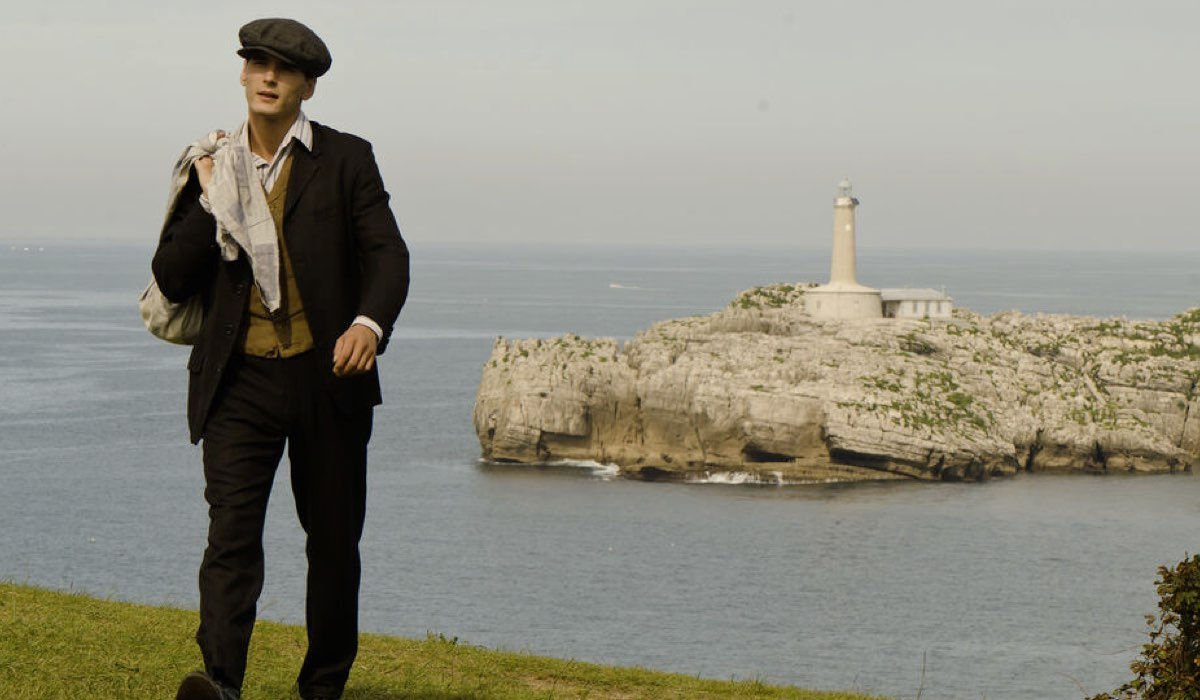 Yon Gonzalez Interpreta Julio In Grand Hotel Credits: Mediaset