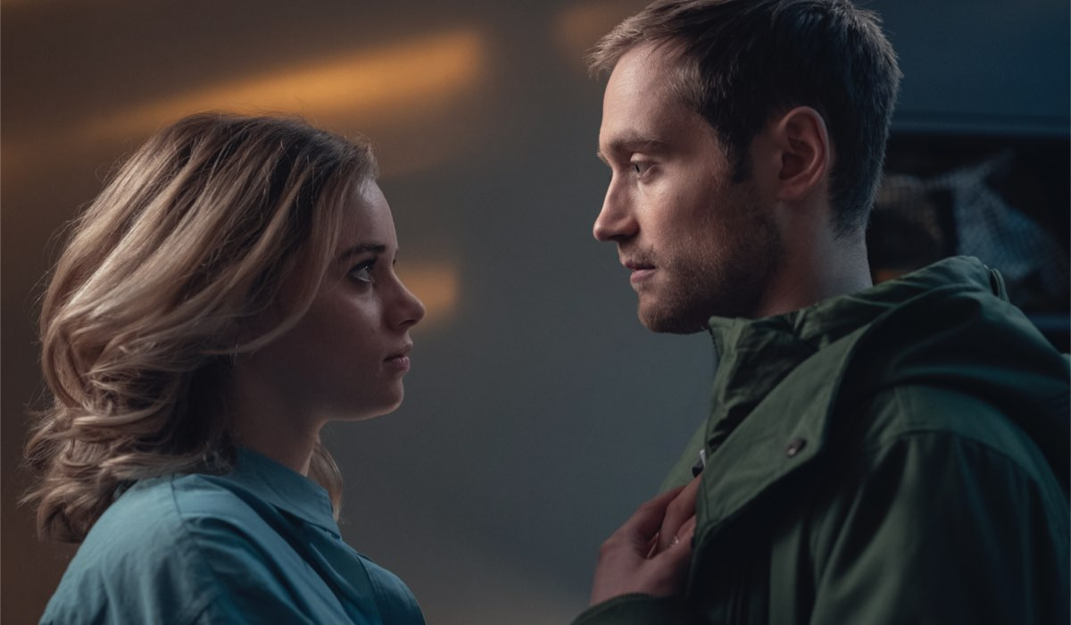 "Da sinistra: Mia (Luna Wedler) e Jasper (Adrian Julius Tillmann) in una scena di ""Biohacker"". Credits: Marco Nagel/Netflix."