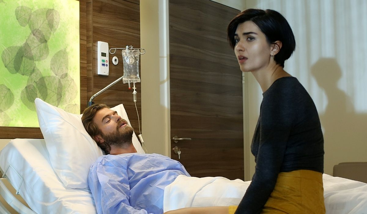 Brave and Beautiful: Suhan (Tuba Büyüküstün) visita Cesur (Kıvanç Tatlıtuğ) in ospedale. Credits: Mediaset