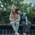 """Da sinistra: Lisa (Lena Klenke ) e Moritz (Maximilian Mundt) in una scena della terza stagione di """"Come vendere droga online (in fretta)"""". Credits: Bernd Spauke/Netflix."""