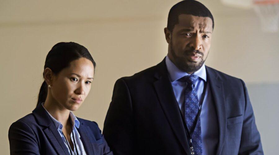 Alli Chung (Taylor Kim) e Roger Cross (Donovan McAvoy) in una scena della prima stagione di