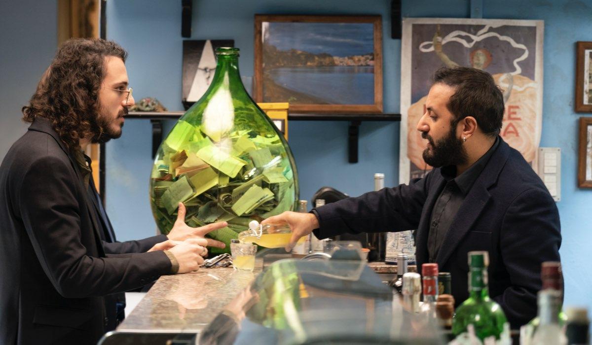 Da sinistra: Lu (Gianluca Fru) e Sandro (Fabio Balsamo) in una scena della serie. Credits: Netflix.