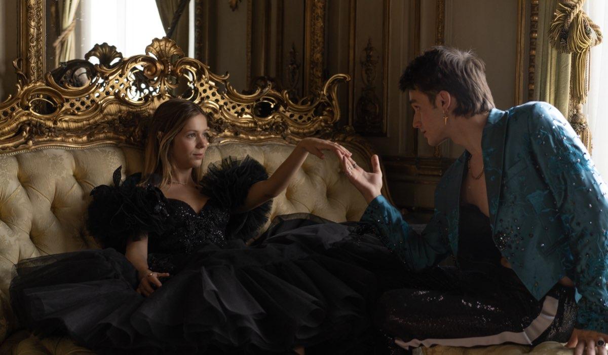 """Da sinistra: Georgina Amorós e Pol Granch sono Cayetana e Philippe nella quarta stagione di """"Élite"""". Credits: Niete/Netflix."""