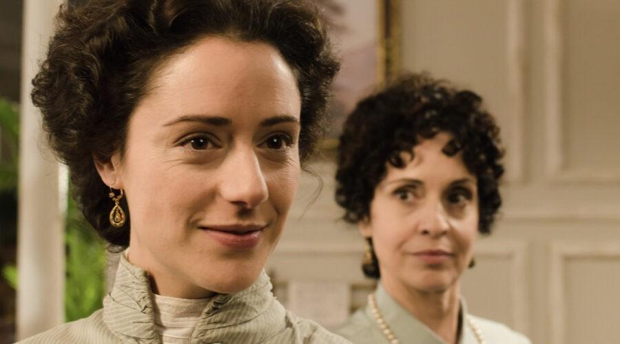 Luz Valdenebro (Sofía Alarcón) e Adriana Ozores (Doña Teresa) in una scena di