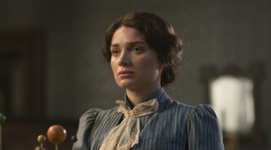 I Luminari - Il Destino nelle Stelle: Eve Hewson interpreta Anna Wetherell. Credits: Sky
