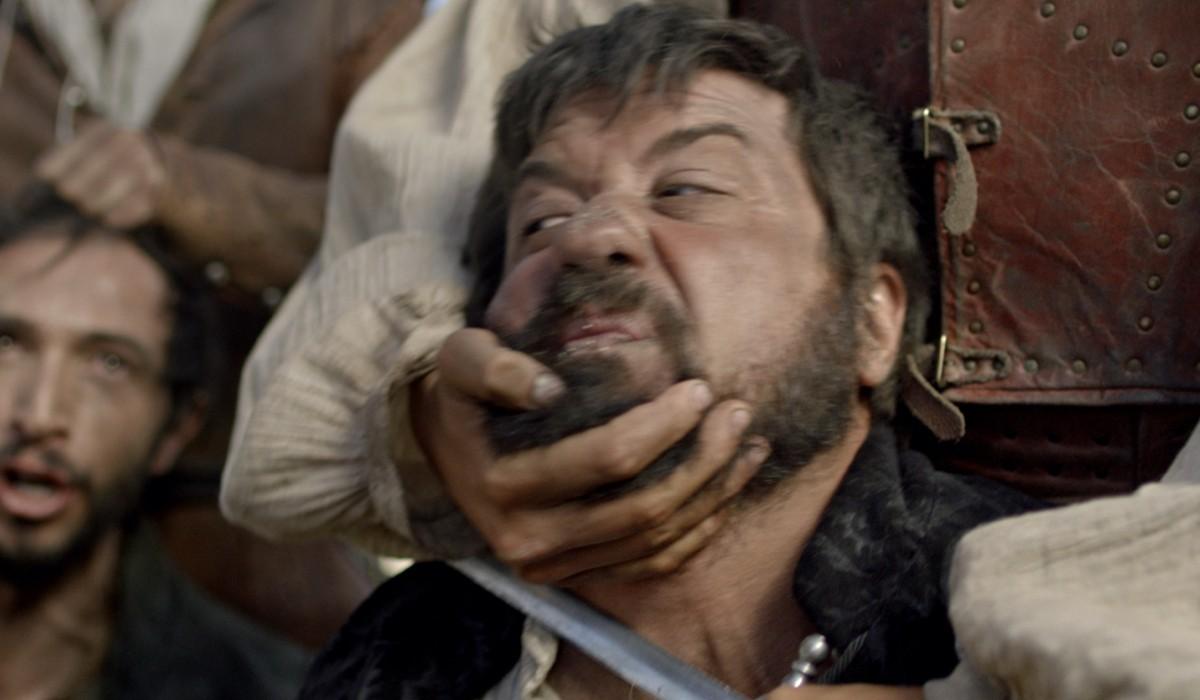 Enrique Arce (De La Hoz) in una scena de