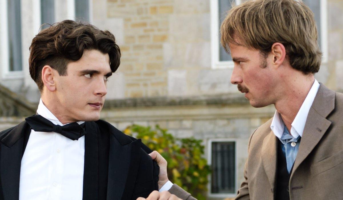 Julio (Yon González) discute con Javier (Eloy Azorin) In Grand Hotel Credits: Mediaset