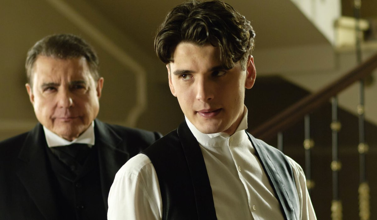 Julio Olmedo (Yon González) In Una Scena Di Grand Hotel Credits: Mediaset