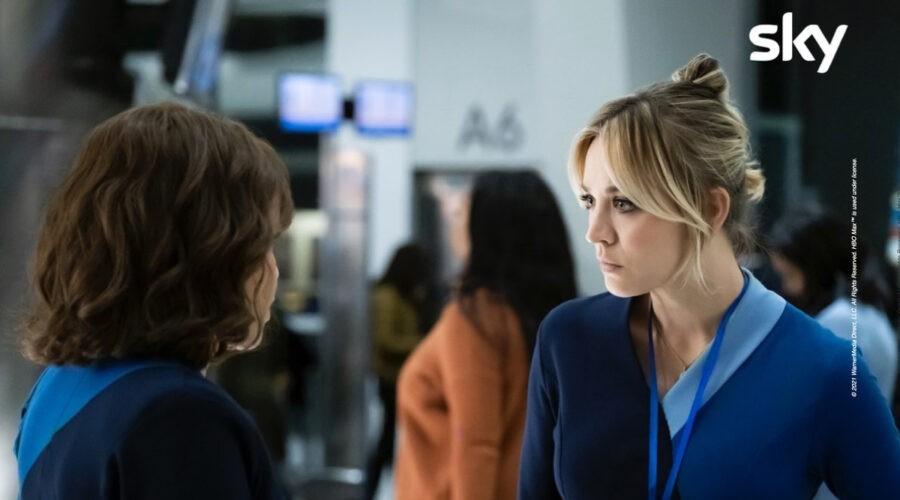 """Cassie Bowden (Kaley Cuoco) in una scena di """"L'assistente di volo - The Flight Attendant"""". Credits: © 2021 WarnerMedia Direct, LLC. All Rights Reserved. HBO Max™ is used under license."""