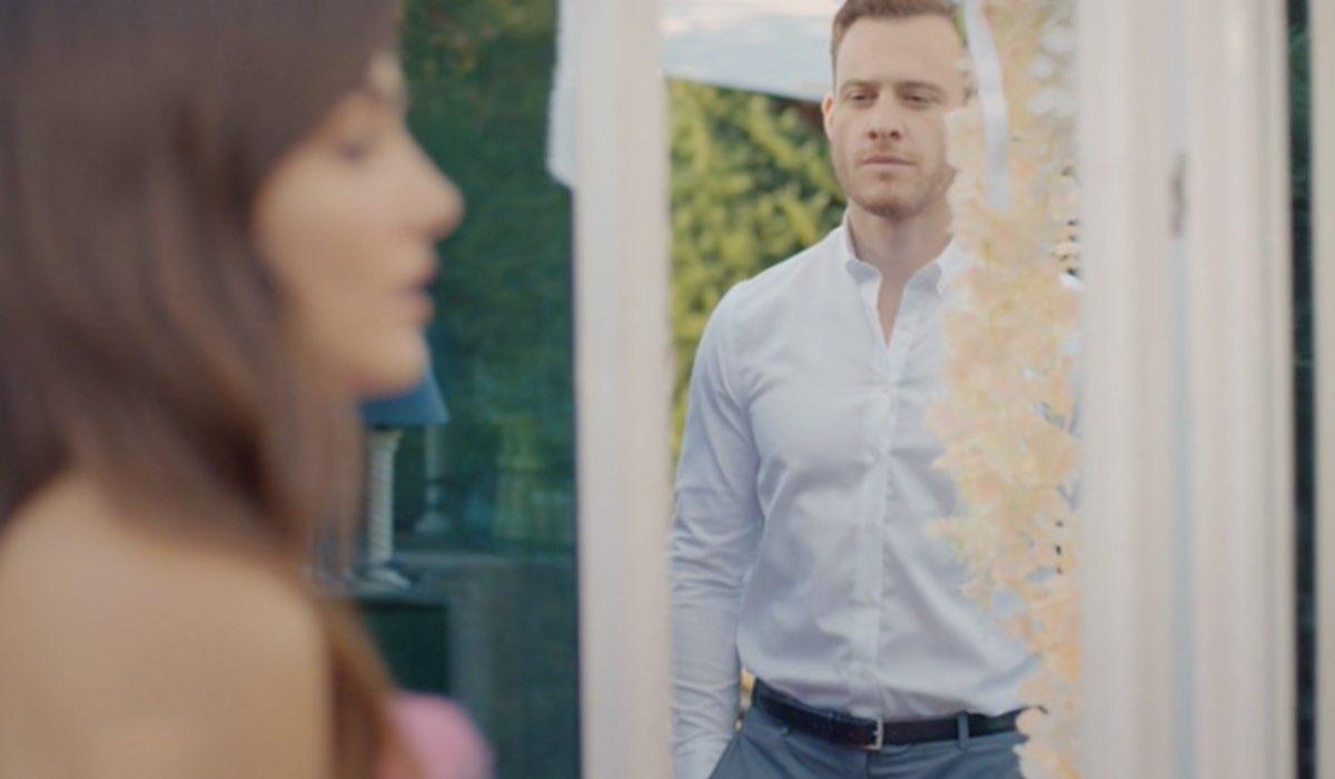 Love Is In The Air, episodio 30: Eda Yıldız interpretata da Hande Erçel e Serkan Bolat interpretato da Kerem Bürsin. Credits: Mediaset