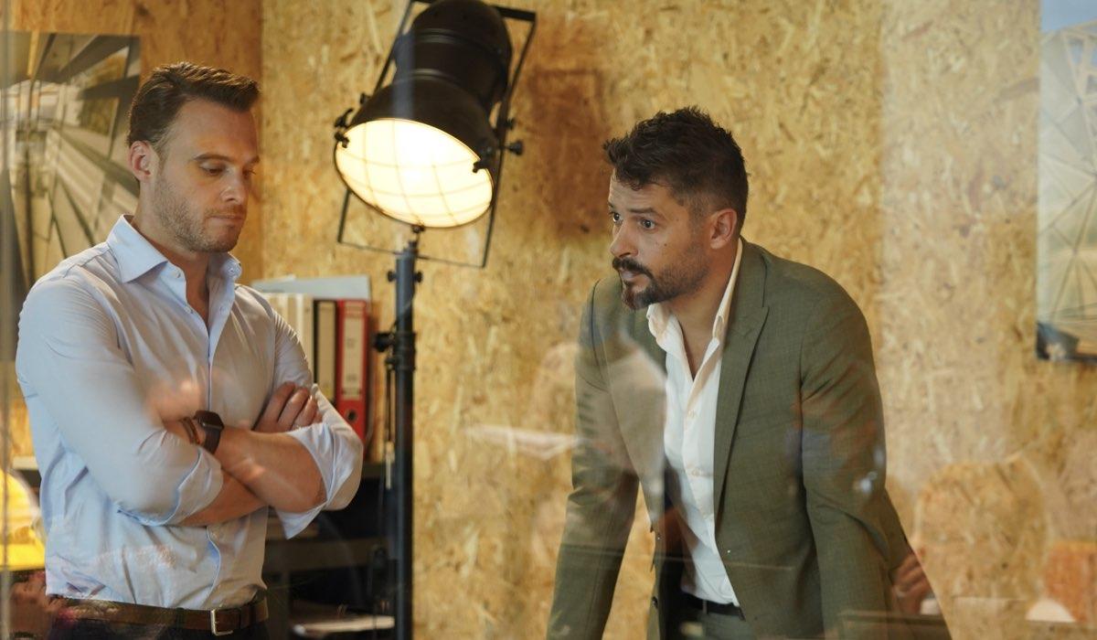 Love Is In The Air: Serkan Bolat interpretato da Kerem Bürsin e Engin Sezgin interpretato da Anıl İlter. Credits: Mediaset