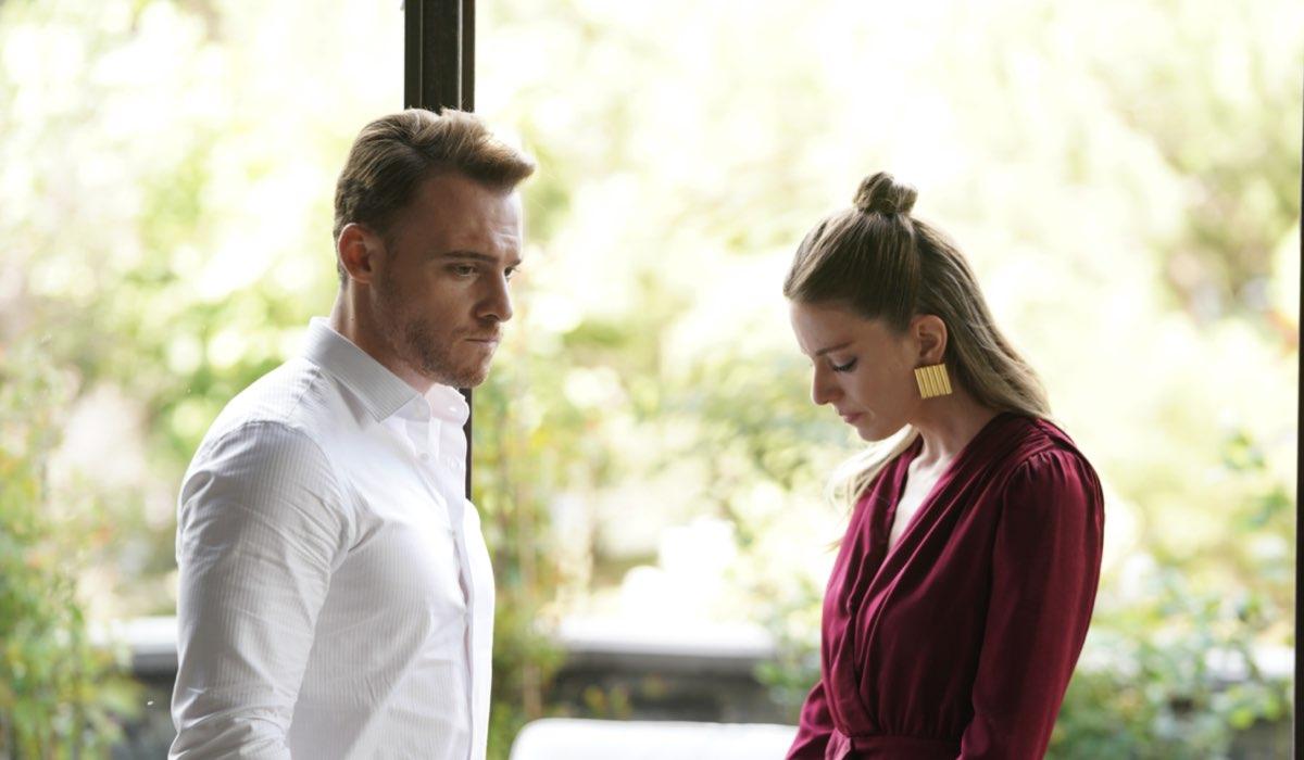 Love Is In The Air: Serkan Bolat interpretato da Kerem Bürsin e Selin Atakan interpretata da Bige Önal. Credits: Mediaset